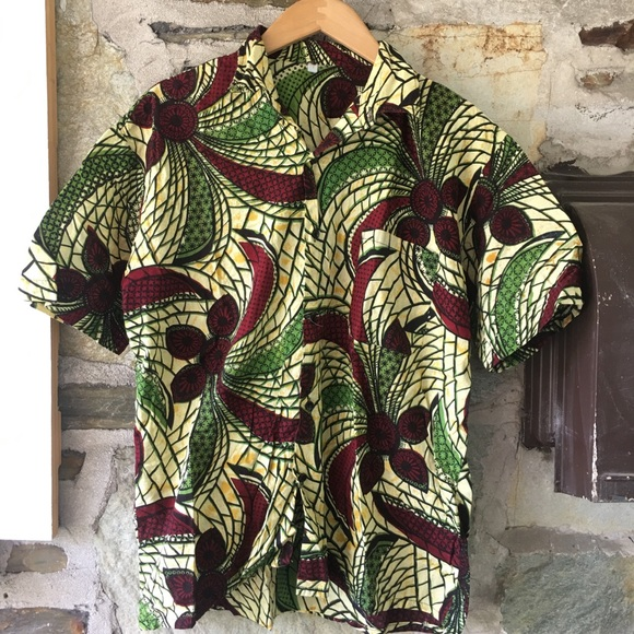 African print men's large button down! Like new!
